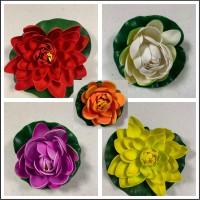 Nuferi decorative de plastic